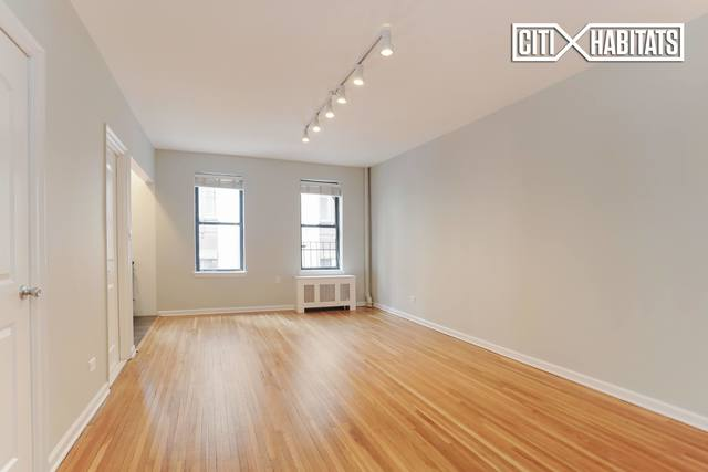 220 West 24th Street, Unit 2O Image #1
