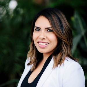 Natalie Alvarez,                       Agent in Los Angeles - Compass