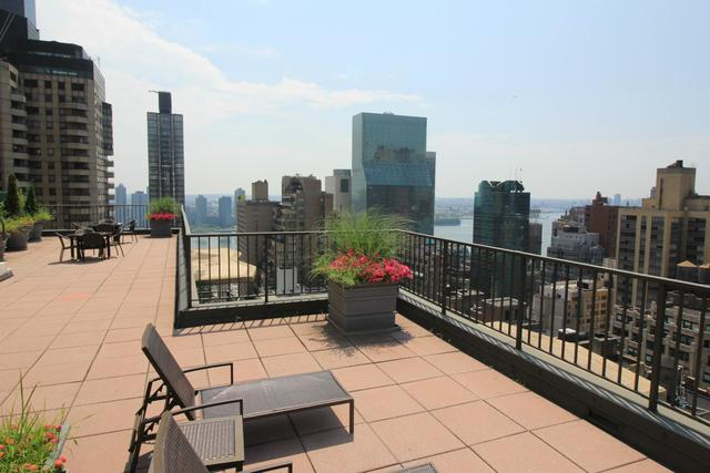 212 East 47th Street, Unit 31D Image #1