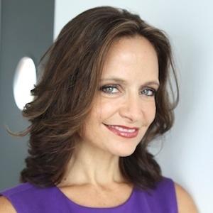 Melanie Giglio,                     Agent in Chicago - Compass