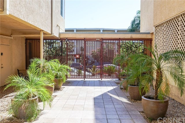 5429 Newcastle Avenue, Unit 107 Encino, CA 91316