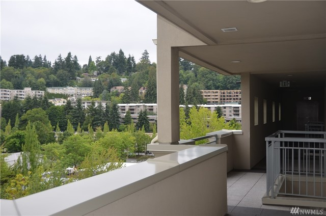 2836 78th Avenue Southeast, Unit 403 Mercer Island, WA 98040