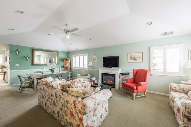402 Aerie Way East Quogue, NY 11942
