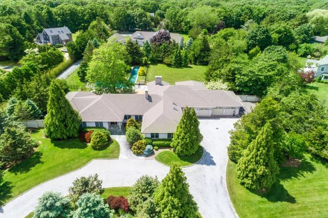 27 Bridle Path Remsenburg, NY 11960