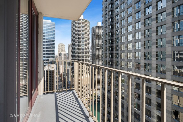 200 North Dearborn Street, Unit 3306 Chicago, IL 60601