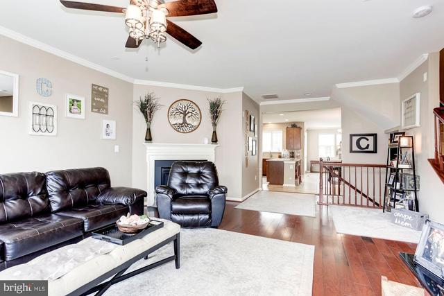 42223 Dean Chapel Square Chantilly, VA 20152