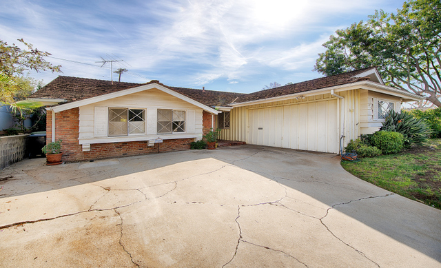 512 North Robinwood Drive Los Angeles, CA 90049