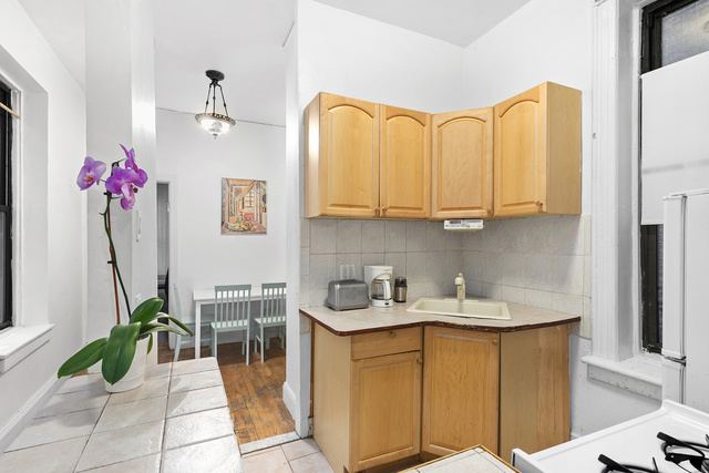 855 9th Avenue, Unit 2B Manhattan, NY 10019