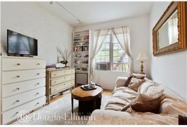 214 East 11th Street, Unit 4D Image #1