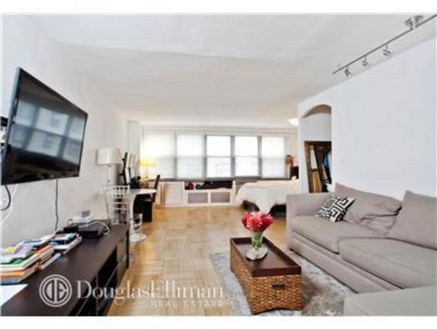 209 East 56th Street, Unit 12R Image #1