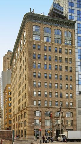 120 Greenwich Street, Unit 11B Manhattan, NY 10013