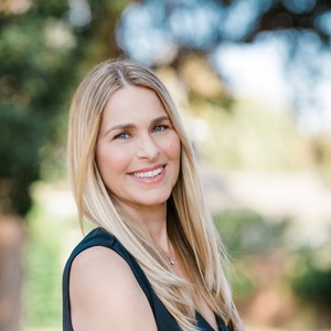 Vicki Kysella,                       Agent in Los Angeles - Compass