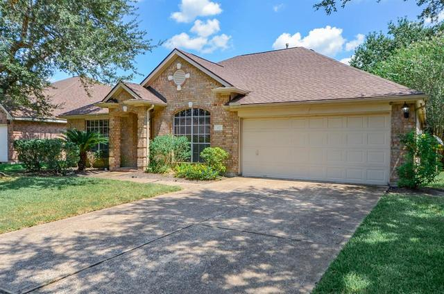 827 North Wellsford Drive Pearland, TX 77584