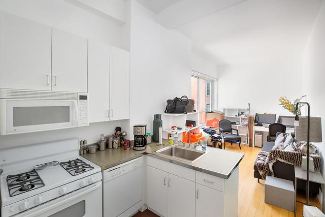 19 St Marks Place, Unit 4F Manhattan, NY 10003
