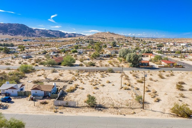 6633 Adobe Road Twentynine Palms, CA 92277