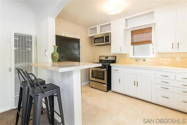 1572 North Coast Highway 101 Encinitas, CA 92024