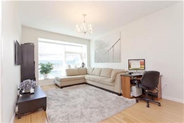 24-15 Queens Plaza North, Unit 3C Image #1