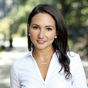 Rachel Rofé,                     Agent in NYC - Compass
