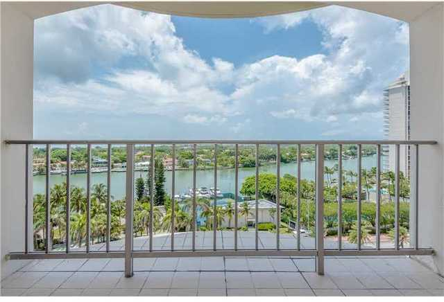 5401 Collins Avenue, Unit 823 Image #1