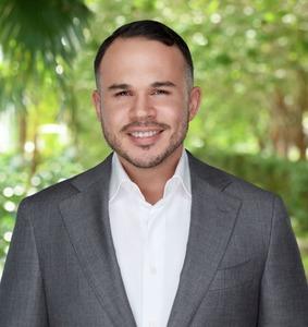 Alex Miranda,                       Agent in Miami - Compass