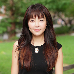 Renée Lee,                       Agent in NYC - Compass