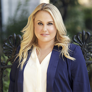 Lindsay Kurtz,                     Agent in NYC - Compass