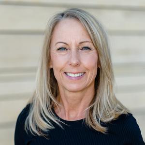 Debi Berg,                       Agent in Dallas-Fort Worth - Compass