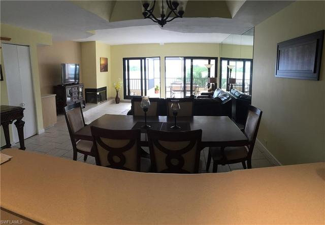 403 La Peninsula Boulevard, Unit 403 Naples, FL 34113