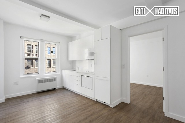 166 West 75th Street, Unit 800 Image #1