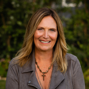 Beverly Palmer,                       Agent in Santa Barbara, Montecito, & Central Coast - Compass