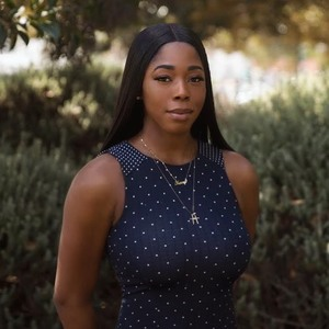 Kemi Olonade,                     Agent in Los Angeles - Compass