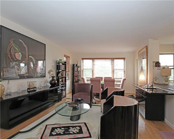 3850 Hudson Manor Terrace, Unit 4GE Image #1