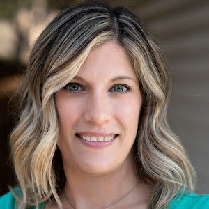 Lora Cuccia, Agent in Dallas-Fort Worth - Compass
