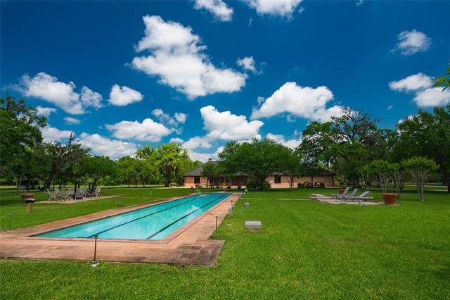 558 County Road 875 West Columbia, TX 77486