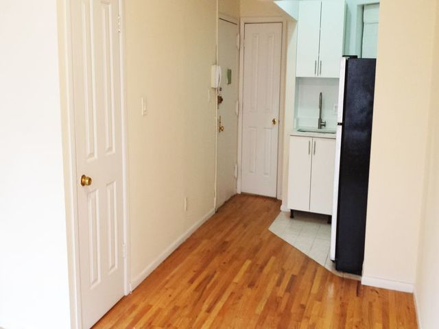 239 West 20th Street, Unit 10 Image #1