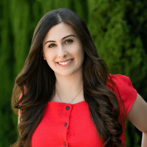 Mary Arias,                       Agent in Los Angeles - Compass