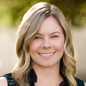 Amber Dolle,                       Agent in Los Angeles - Compass