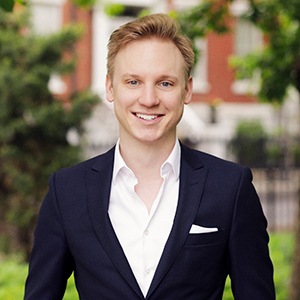 Niklas Hackstein,                       Agent in NYC - Compass