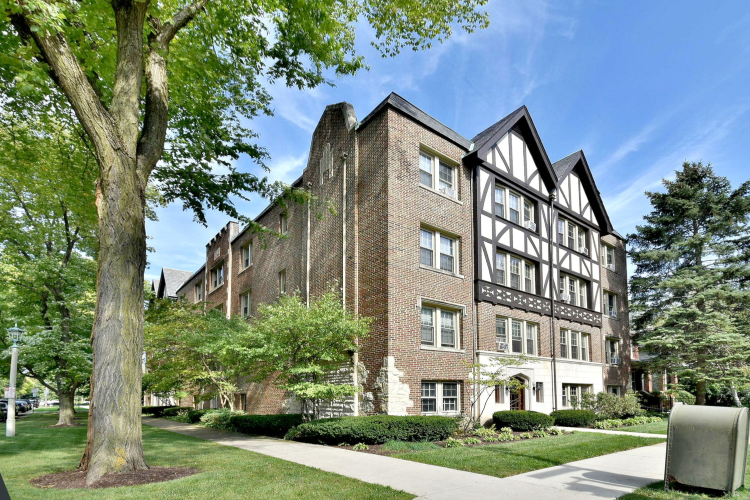530 Washington Boulevard, Unit 1E Oak Park, IL 60302