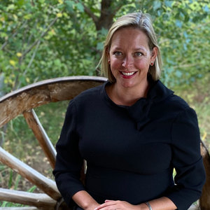 Rebecca Bextel, Agent in  - Compass