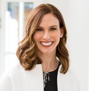 Nina Sachse,                       Agent in Dallas-Fort Worth - Compass