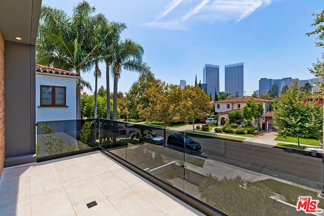 304 South McCarty Drive Beverly Hills, CA 90212