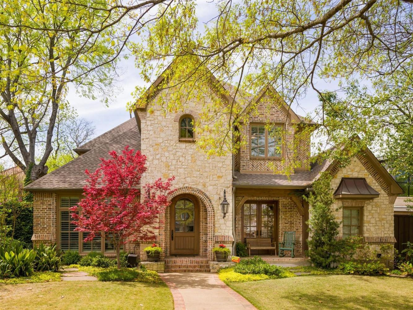 8715 Glencrest Lane Dallas, TX 75209