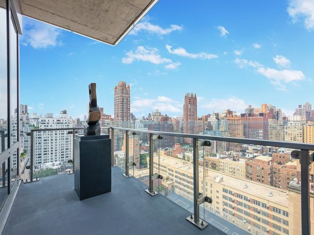 255 East 74th Street, Unit 17C Image #1