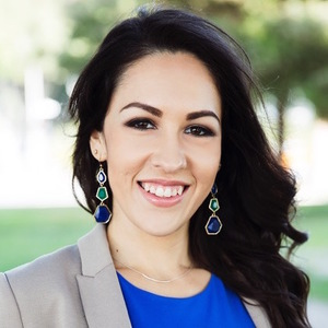 Stephanie  Trevizo,                     Agent in Los Angeles - Compass