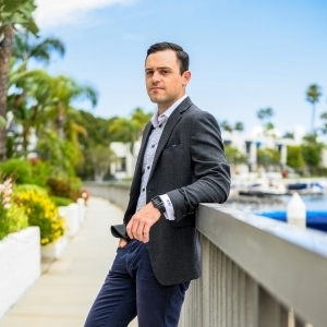 Alec Capitano,                       Agent in Los Angeles - Compass