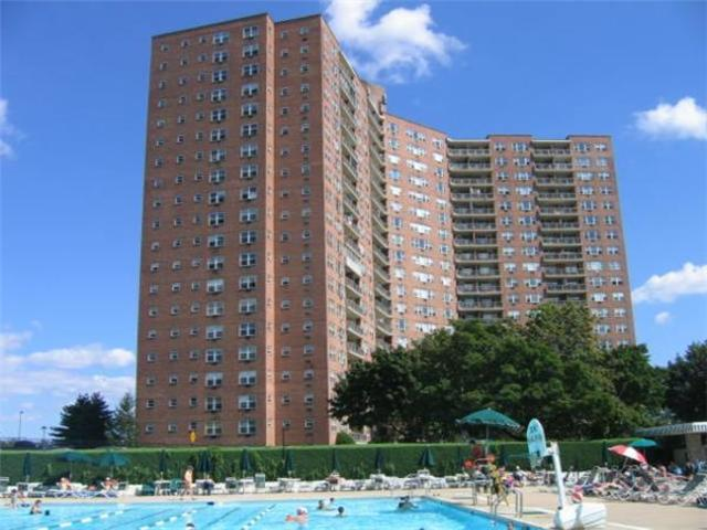 5700 Arlington Avenue, Unit 7R Image #1