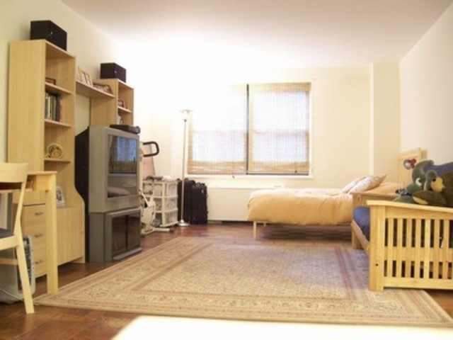 305 East 40th Street, Unit 9A Image #1