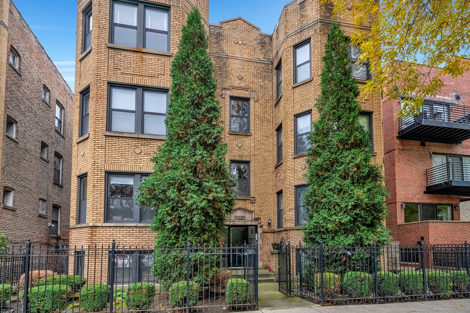 2861 West Palmer Street, Unit 2W Chicago, IL 60647