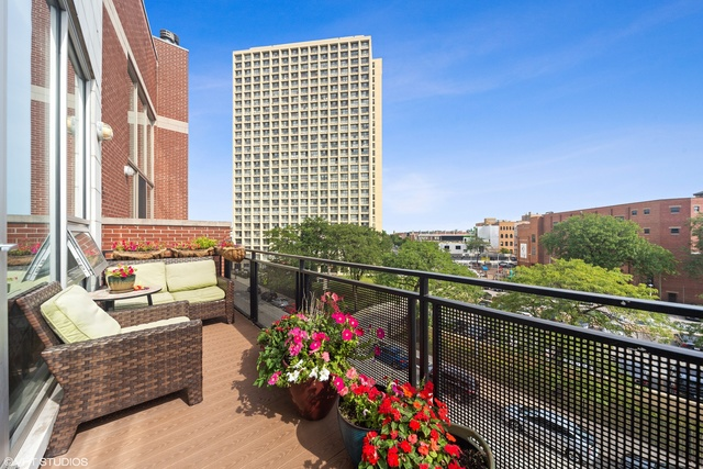1138 North Milwaukee Avenue, Unit 4 Chicago, IL 60642